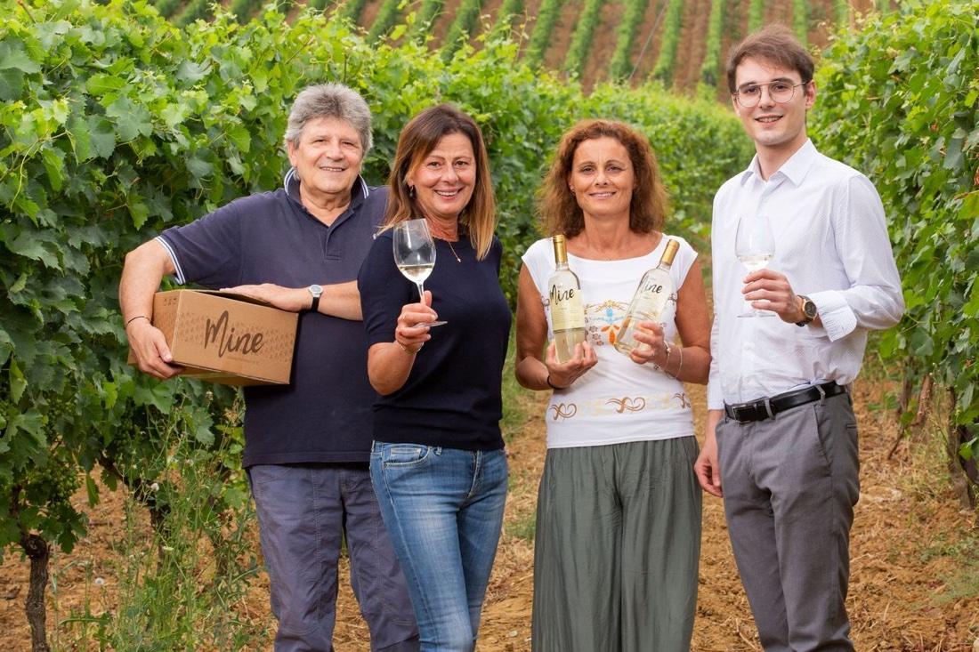 Giusi Scaccuto Cabella e il team di Gavi Docg Mine Wine 02
